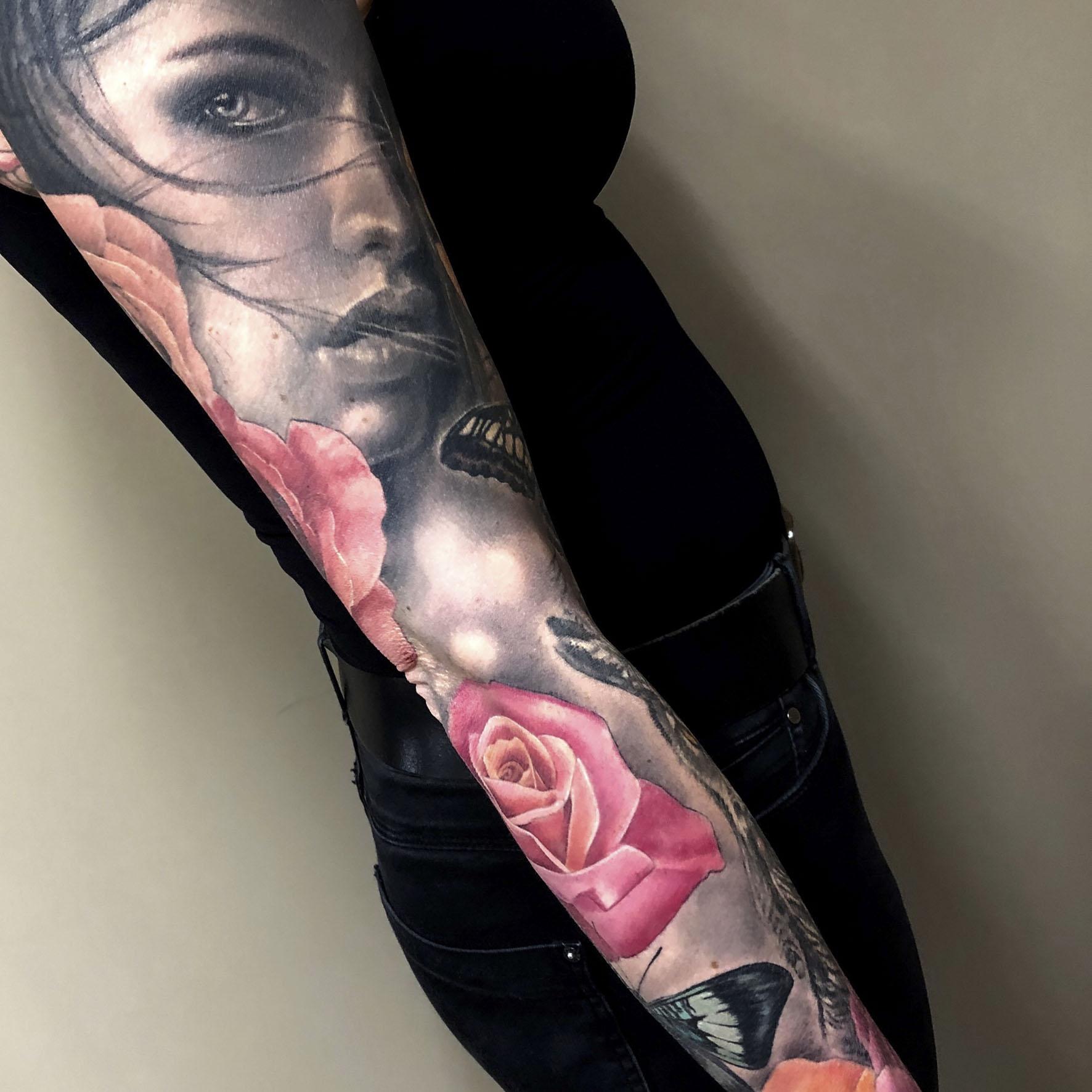 tattoo woman color door Lilian Dekkers-INK & Art Company